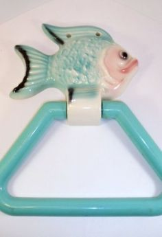 RARE VINTAGE Nautical NORCREST OR LEFTON ANTHROPOMORPHIC BUBBLES FISH WALL PLAQUE TOWEL BAR HOLDER