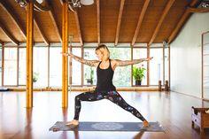 Dienstag, 15.09., 11.00 Uhr – Mitte, Spirits Yoga: Jelena Lieberberg macht Yoga für unser Porträt über sie. Hier zu sehen: der Krieger. © Milena Zwerenz