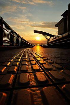 Walk to the Sun /// Aomori ▼ Photographer: © Kanji Uno Web: 500px.com/kanjiuno