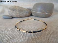 Bracelet minimaliste en perles Miyuki delicas Doré noir Plaqué Or Minimalisme Bohochic Bohemian Bohostyle   Voici un bracelet minimaliste  et classe avec des finition en Gold F - 21067101