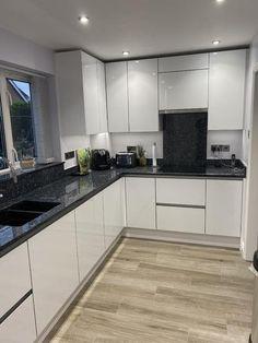 Kitchen World, Real Kitchen, Kitchen Inspiration, Design Inspiration, Pure White, Unity, Kitchen Design, Decorating Ideas, Kitchen Cabinets