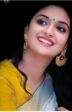 Bollywood Actresses In Saree: Top 10 Bollywood actresses who look beautiful in saree Beautiful Girl Photo, Beautiful Girl Indian, Most Beautiful Indian Actress, Beautiful Bollywood Actress, Beautiful Actresses, Beauty Full Girl, Beauty Women, Estilo Kylie Jenner, Fashion Designer