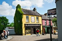 Bunratty Castle and Folk Park, Co. Clare, Ireland via CheeseWeb