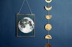 On nous avait promis la lune, la voilà qui débarque chez nous !