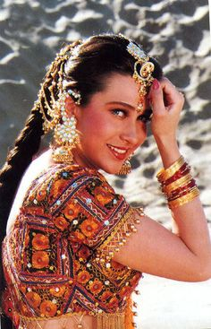 Image discovered by Princesse. Find images and videos about karishma kapoor on We Heart It - the app to get lost in what you love. Bollywood Costume, Bollywood Saree, Indian Bollywood, Bollywood Fashion, Beautiful Girl Indian, Beautiful Indian Actress, Carnival Fashion, Katrina Kaif Photo, Bollywood Pictures