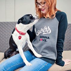 I finished my #lindensweatshirt yesterday! It's already got dog prints on it though - so basically it fits right in with everything else I own  I loved making this and highly recommend the pattern by @grainlinestudio. The appliqué design is my own  #sewing #applique #grainlinestudio #bostonterrier by carinaspencer