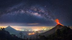 Des magnifiques images dun volcan en éruption sous la voie lactée par Albert Dros  2Tout2Rien