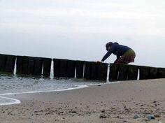 Malen am Ostseestrand | Wasserholen am Strand (c) Frank Koebsch