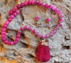 Beautiful fuchsia dragon vein agate chunky necklace by KANDYLEES