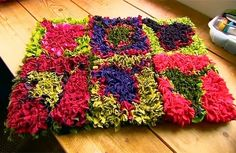 Craft Tutorials Galore at Crafter-holic!: How To Make a Rag Rug