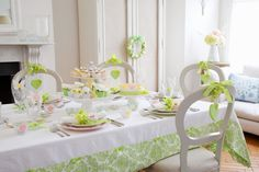 How to Upcycle Your Tablecloth for Spring #Upcycle #DIY #Sewing #Homecraft
