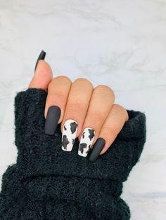 Acrylic Nails Coffin Short, Summer Acrylic Nails, Best Acrylic Nails, Acrylic Nail Designs, Black Nail Designs, White Coffin Nails, Pastel Nails, White Nails With Design, Fake Nail Designs