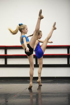 Chloe and Maddie rehearse new choreography on Dance Moms.