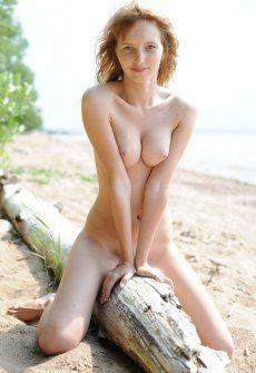 Незнакомкой фото голых милф в босоножках
