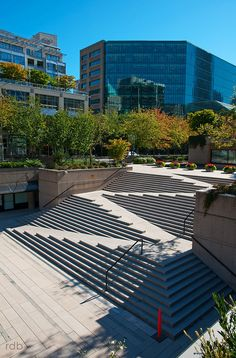 Brilliant ramp-in-staircase at Robson Square, Vancouver, Canada by Architect Arthur Erickson and Landscape Designer Cornelia Oberlander. Landscape Stairs, Urban Landscape, Landscape Design, Architecture Cool, Landscape Architecture, Ramp Stairs, Escalier Design, Outdoor Stairs, Staircase Design