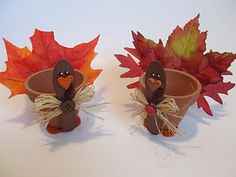 Adorable Turkey Clay Pot Craft _ courtesy of: Binge Crafter Thanksgiving DIY Childrens Crafts Fall Halloween, Halloween Crafts, Holiday Crafts, Holiday Fun, Christmas Holidays, Christmas Tables, German Christmas, Holiday Tables, Christmas Cookies