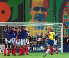 Roberto Carlos Brasil vs Francia best free kick ever