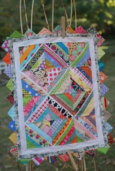 I love the prairie points! andie johnson sews: Mini String Quilt with Prairie Points