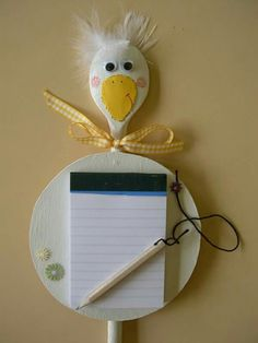 pollepel en een blocnote- really can't read this but it looks easy with just a wooden spoon & wooden circle I guess Cd Crafts, Recycled Crafts, Easter Crafts, Diy And Crafts, Crafts For Kids, Arts And Crafts, Wooden Spoon Crafts, Craft Projects, Projects To Try