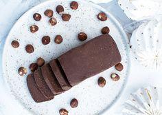 Hjemmelavet nougat er super lækkert og så kan man få lige den smag, indhold og bruge den chokoladefavorit man ønsker - få opskriften her