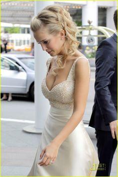 Michael Buble Luisana Lopilato. Vancouver-wedding http://curllsy.com/