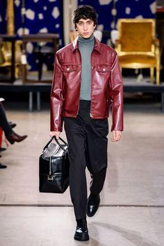 Hermès Fall 2019 Menswear Fashion Show Hermès Fall 2019 Menswear Collection – Vogue Male Fashion Trends, Best Mens Fashion, Indie Fashion, Fashion Week, Men's Fashion, Fashion Design, Paris Fashion, Fashion Guide, Cheap Fashion