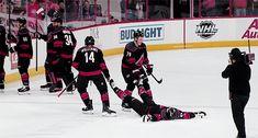 The feeling when you get knocked out during the storm surge - PinCanada Ice Hockey Players, Ice Hockey Teams, Blackhawks Hockey, Hockey Stuff, Chicago Blackhawks, Hockey Boards, Hockey Memes, Helmet Logo, Storm Surge