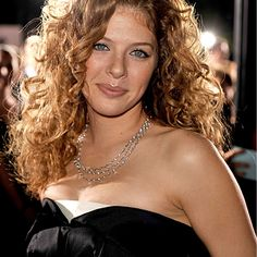 19 Gorgeous Haircuts for Naturally Curly Hair: Rachelle Lefevre Curly Hair Great Haircuts, Haircuts For Curly Hair, Long Curly Hair, Curly Hair Styles, Straight Haircuts, Square Face Hairstyles, Face Shape Hairstyles, Cool Hairstyles, Rachelle Lefevre