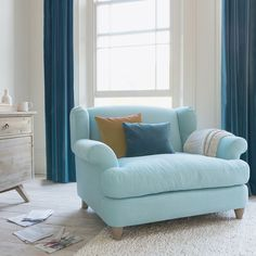 We can't get enough of this combo of old-school style and loafy comfort. Could it be love at first flop for you with this squishy wingback love seat? My Living Room, Living Room Furniture, Fine Furniture, Furniture Sets, Home Interior, Interior Design, Interior Ideas, Deco Nature, Comfy Sofa