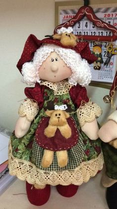 me ~ Mamá claus Handmade Christmas Tree, Christmas Crafts, Christmas Decorations, Christmas Ornaments, Diy Doll Pattern, Doll Patterns, Mothers Day Crafts, Crafts For Kids, Doll Crafts
