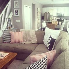 living room ideas - miss match couch pillows