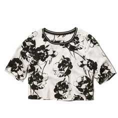 Abercrombie & Fitch Floral Cropped Tee (€22) ❤ liked on Polyvore featuring tops, t-shirts, crop top, shirts, black and white floral, boxy t shirt, floral tee, crop t shirt, crop shirts and floral print shirt