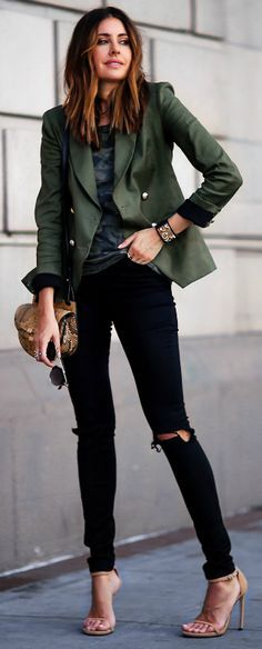darker colours + Erica Hoida + stylish for a seasonal look + bottle green blazer + skinny black jeans. Blazer: Laveer, T-Shirt: Monrow, Jeans: Asos, Shoes: Stuart Weitzman, Bag: Chloe.