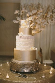Metallic Wedding Cake on Gold Sequin Linens   Jake and Necia Photography   Glamorous Gatsby Inspired White and Gold Wedding