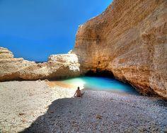 Koufonisia una pequeña isla griega donde tiene estos caprichos de la Naturaleza, playas de arena blanca y aguas turquesas de anuncio pero que son reales. Además no llega el turismo...