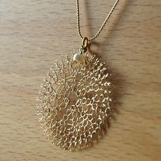 Flower gold pendant , Unique pendant , Wire crochet jewelry - My golden Sunflower necklace was born only yesterday when a friend came by to shop for gifts, she p - Jewelry Clasps, Jewelery, Pearl Jewelry, Crochet Metal, Unique Crochet, Crochet Jewelry Patterns, Crochet Wire Jewelry, Ideas Joyería, Bijoux Fil Aluminium