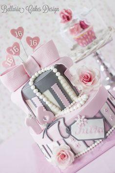 Un pastel creativo para tus quince siempre da de que hablar!