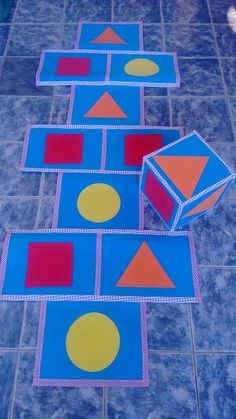Trendy Ideas dice games for preschoolers classroom Gross Motor Activities, Preschool Learning Activities, Preschool Classroom, Preschool Activities, Kids Learning, Classroom Games, Childhood Education, Kids Education, Teaching Shapes