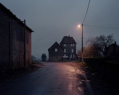 l´ombre des jours ト Alain Cornu photographe black dark urban maison house Story Inspiration, Writing Inspiration, Dark Tales, Southern Gothic, Galerie D'art, Gravity Falls, Scenery, In This Moment, Places