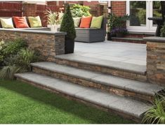 A beautiful selection of natural stone steps to complement the Marshalls Granite Eclipse garden paving range. Patio Edging, Patio Slabs, Patio Stone, Brick Pavers, Ponds Backyard, Backyard Landscaping, Raised Patio, Raised Beds, Brick Steps