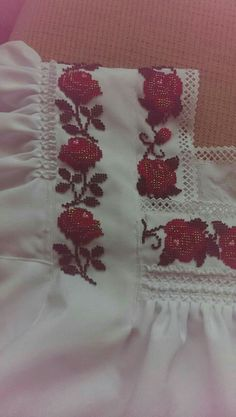 Diy And Crafts, Traditional, Embroidery, Punto Croce, Flower, Vestidos, Hand Embroidery Art, Crochet Stitches, Embroidered Blouse