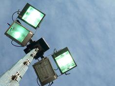 Wij beschikken over verschillende soorten terreinverlichting. Wij bieden mobiele en vaste oplossingen. Onze mobiele lichtmastwagens worden door onze eigen medewerkers onderhouden en indien nodig gerepareerd.