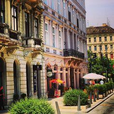 Budapest Awesome – Great Old Buildings in Pest