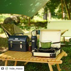 """1,229 Likes, 5 Comments - OUTING (@outingjp) on Instagram: """"@hide_moco さんphoto✨ コンパクト&シンプルなソロキッチンは座ったまま調理。 作っては飲むの繰り返し❤️ マーベラスの塗装が映える、ナチュラルカラーコーディネートでリラックス✨…"""""""