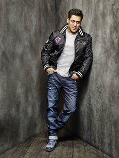 Get your digital subscription/issue of Business Of Fashion-October 2014 Magazine on Magzter and enjoy reading the magazine on iPad, iPhone, Android devices and the web. Salman Khan Photo, Aamir Khan, Stylish Dpz, Stylish Boys, Bollywood Outfits, Bollywood Fashion, Being Human Clothing, Cute Boy Photo, Handsome Actors
