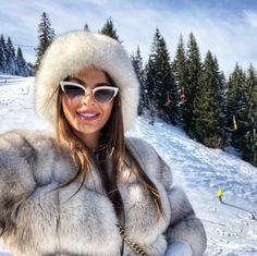 Fur Fashion, Winter Fashion, Womens Fashion, Urban Fashion Photography, Fur Accessories, Fabulous Furs, Fox Fur Coat, White Fur, Winter Wear