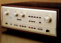 Accuphase E-301 (November 1981)