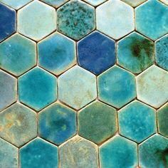 Tuile Turquoise, Turquoise Tile, Turquoise Kitchen, Ceramic Floor Tiles, Clay Tiles, Tile Mosaics, Art Tiles, Tiling, Waterline Pool Tile
