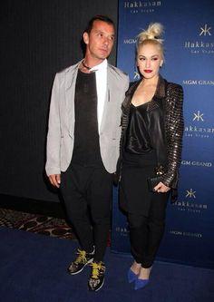Gwen Stefani a black leather bejeweled clutch #kellywearstler