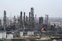 One Refinery Shuts as U.S. Oil Workers Strike Reaches Second Day - Bloomberg Business
